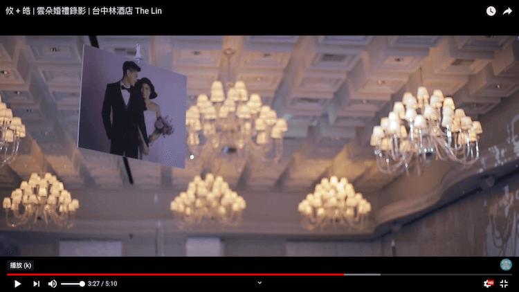 婚紗照高掛於林酒店宴會廳