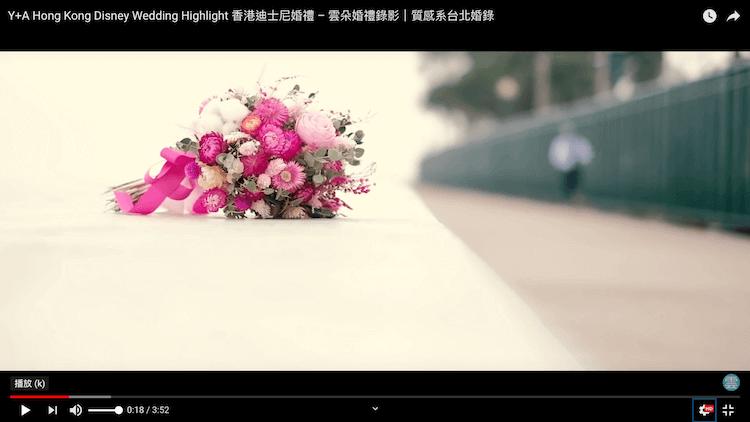 美麗的新娘捧花置於香港迪士尼樂園酒店外圍堤防