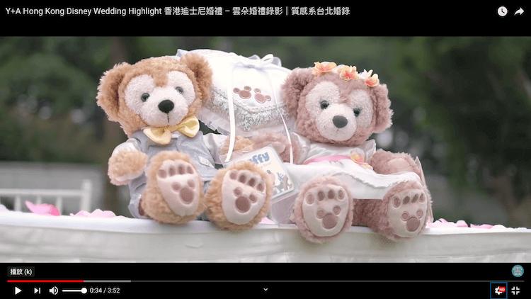 熊熊玩偶於收禮桌上