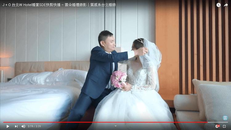新郎幫新娘掀頭紗