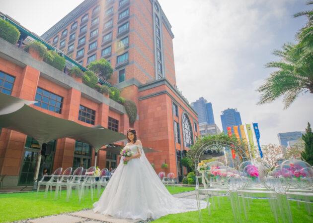 新娘在維多麗亞草皮拍類婚紗